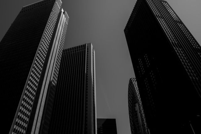 ブラック企業並ぶビル