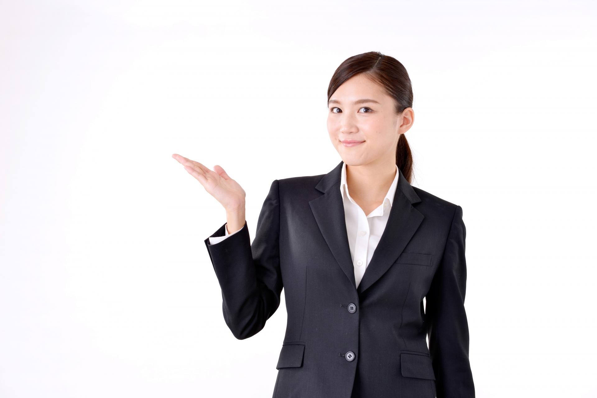 退職代行説明する女性